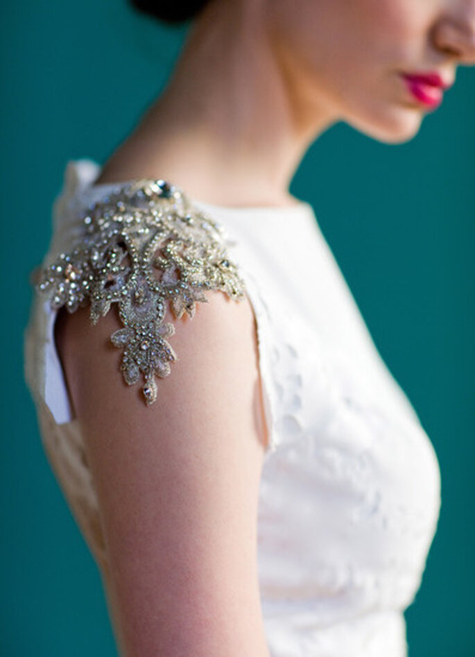"""Detalle de la hombrera - vestido de novia """"Pemberley"""" de Carol Hanna. Foto: http://carol-hannah.com/"""