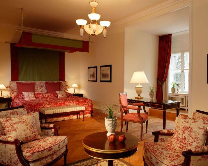 Beispiel: Luxuriöses Zimmer, Foto: Villa Rothschild.