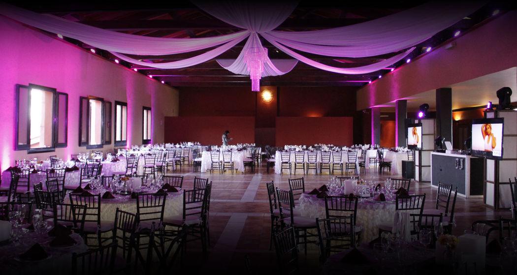 Salón con capacidad de 300 invitados