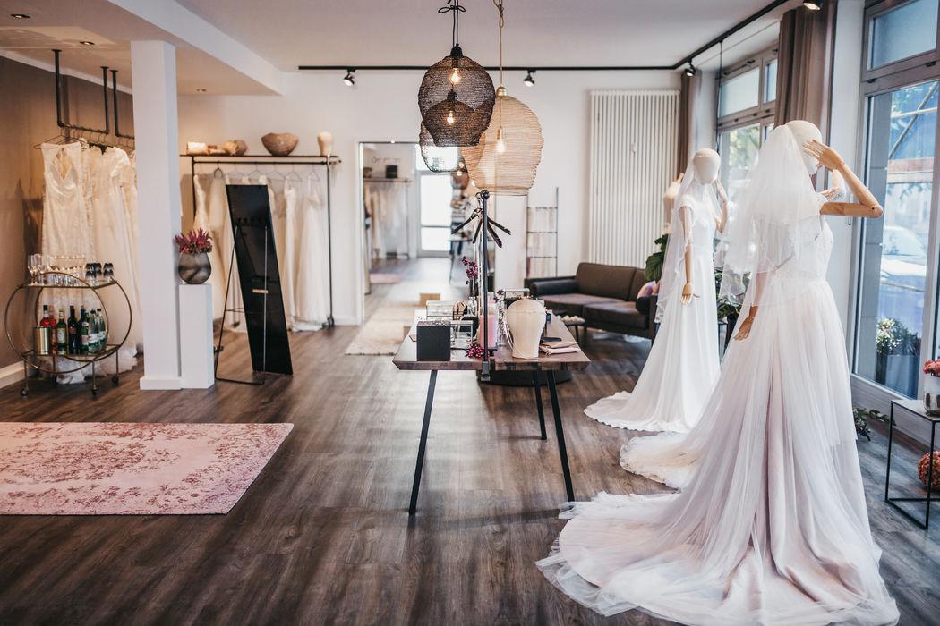 in Liebe gehüllt - Braut Atelier
