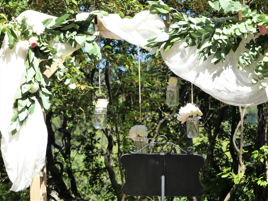 Cérémonie dans le parc des pins parasols