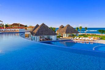 Vista de la piscina superior de Restaurante Las Marietas.
