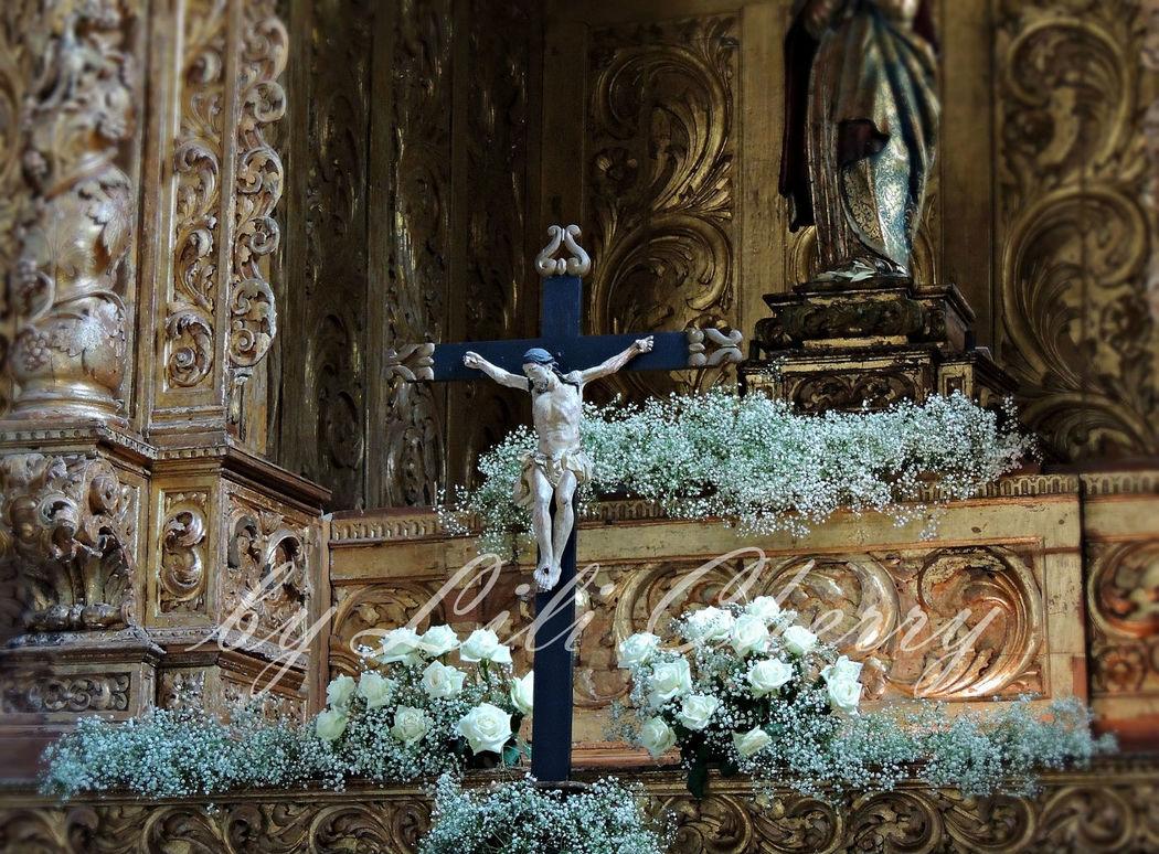 Trono Altar Mor Igreja Pousada Arraiolos Setembro 2013.  Compacto de gypsophila
