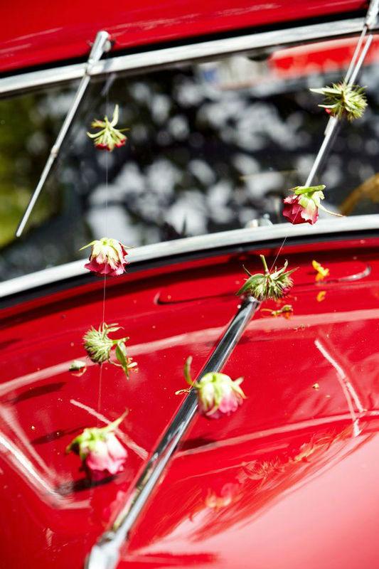 Beispiel: Kreative Ideen für Ihren Blumenschmuck, Foto: gelassen feiern Ihre Event Manufaktur.