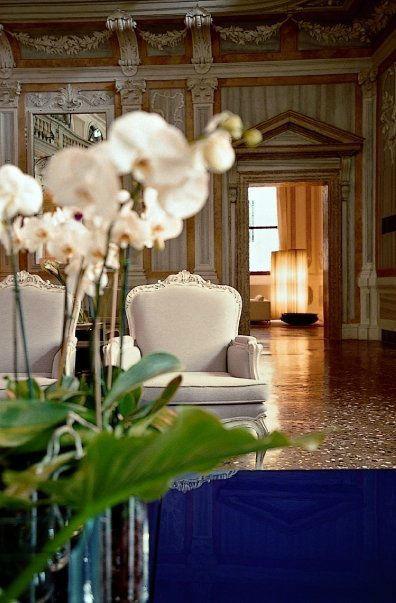 Hotel Monaco & Grand Canal