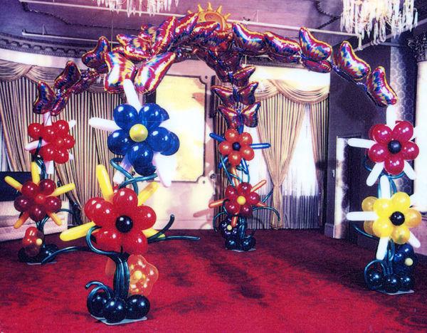 Beispiel: Ballondekoration Blumen, Foto: Bombastisch.
