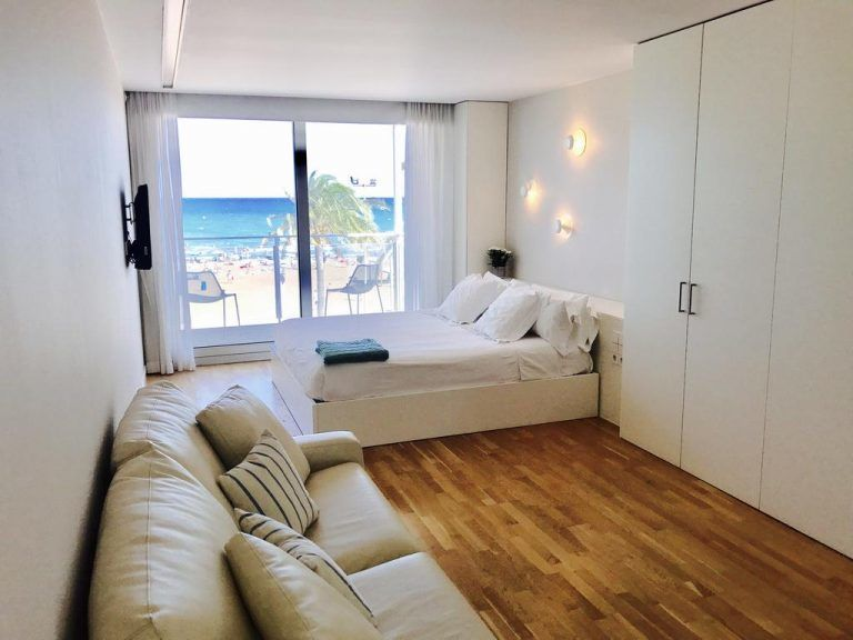 Meraki Beach Hotel