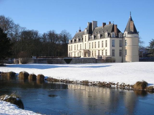 Le Château d'Augerville sous la neige, un mariage en hiver