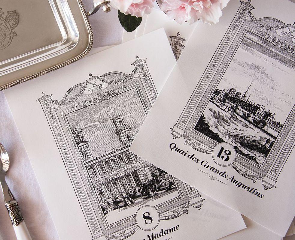 Grabados inspirados en el París del S.XVII, realizados en exclusiva para la papelería de bodas de Bertrand y Leticia, que se conocieron en la Ciudad del Amor. Éstos son los meseros de su boda.