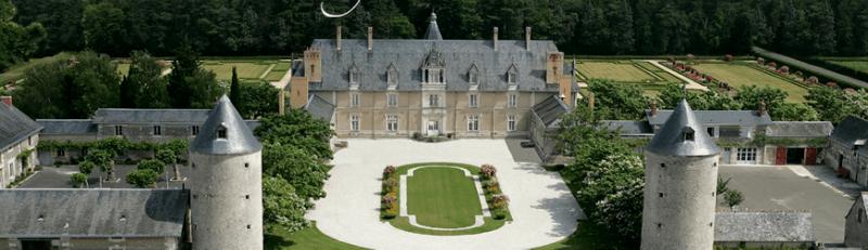 Le château et le domaine de Longue Plaine Cour d'honneur