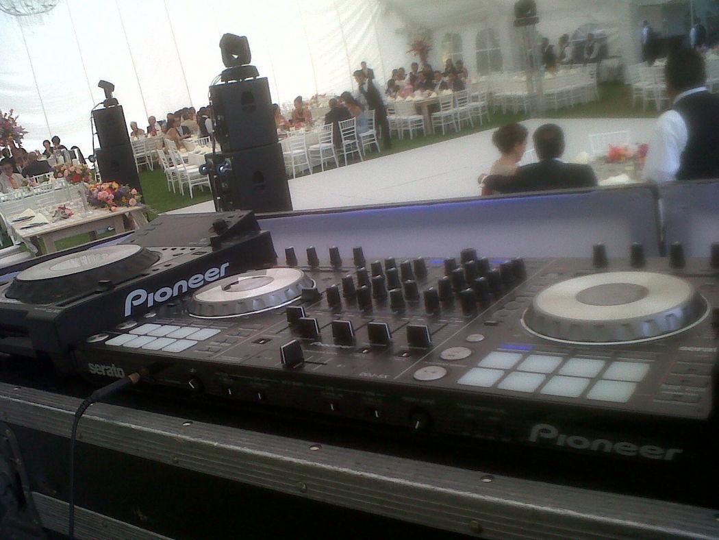 Equipo de audio distintas marcas según necesidades del evento