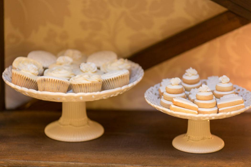 Cupcakes e bolachas.