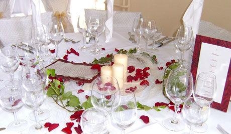 Beispiel: Romantische Hochzeitsdekoration, Foto: Kreone.