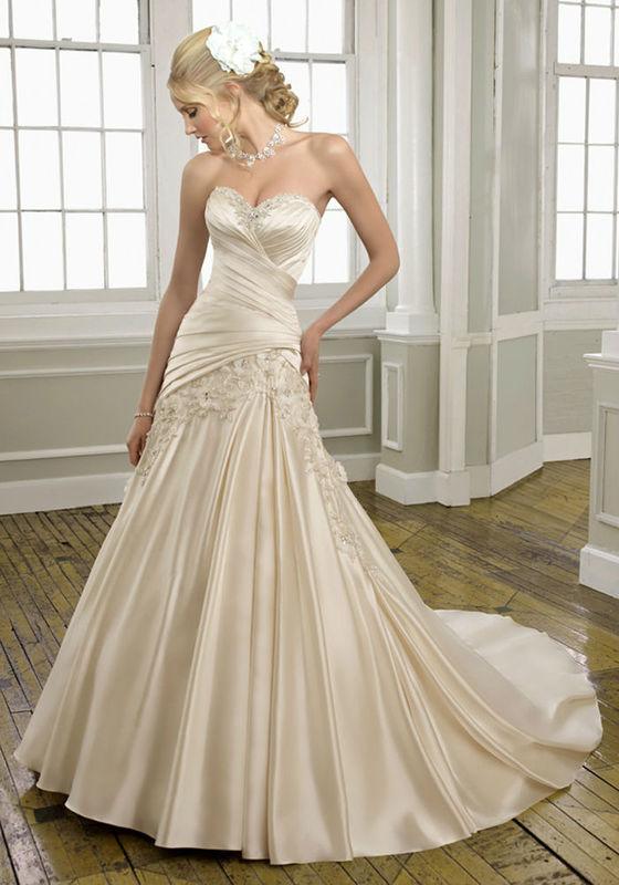 Beispiel: Einzigartige Brautkleider, Foto: Tessa & Thomi.