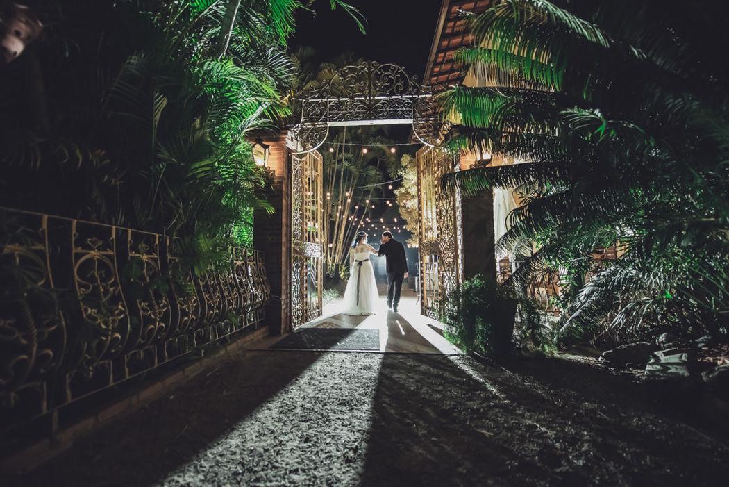Vander Zulu Wedding Photojournalist