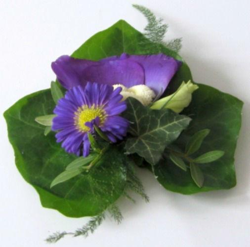 Beispiel: Magnet-Ansteckblume, Foto: Blumen Wunder.