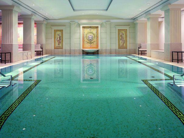 Beispiel: Schwimmbad, Foto: Hotel Adlon Kempinski.