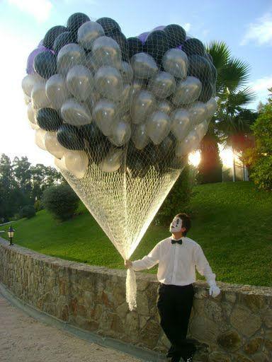 Largada de balões em rede com animador infantil, mimo.