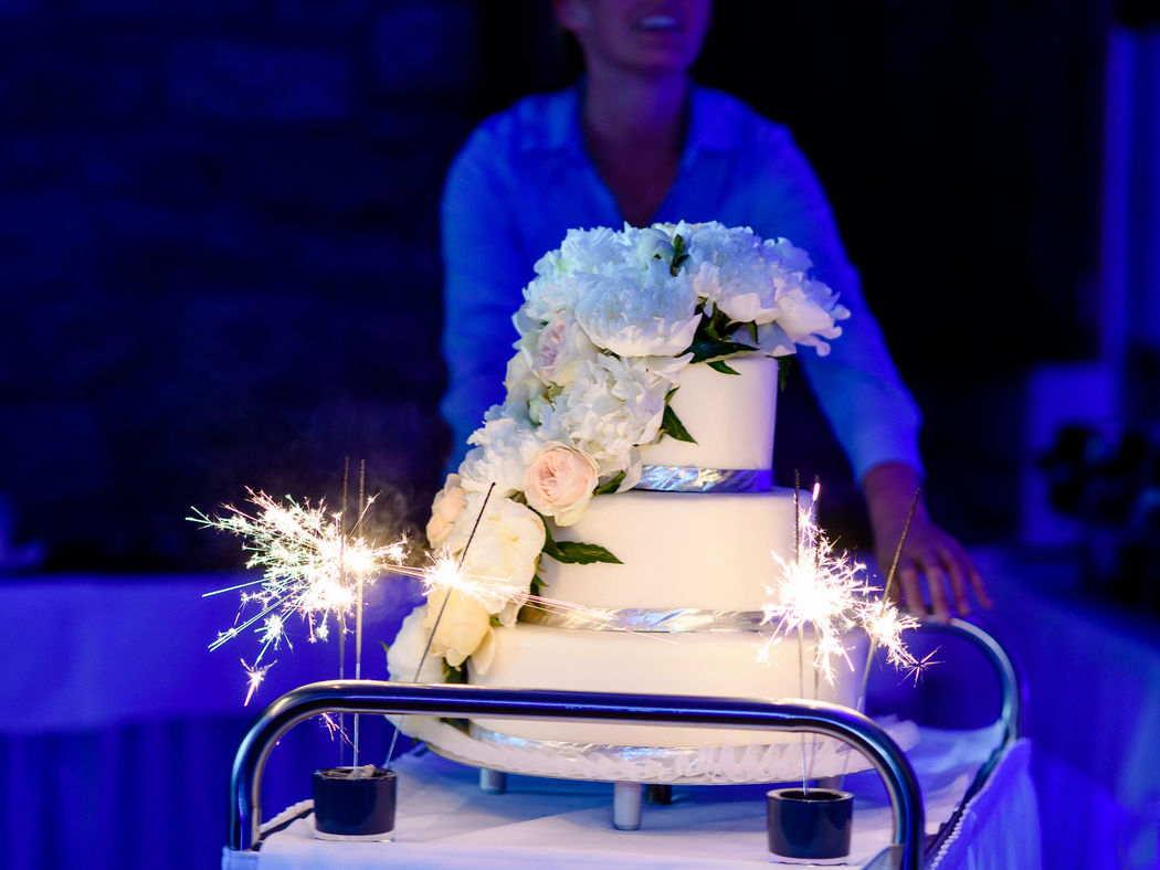 Beispiel: Hochzeitstorte, Foto: RodgerRachel Fotografie.