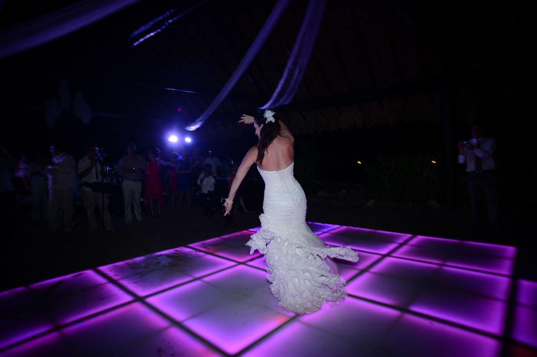 Te proponemos un bonito lugar para expresar tus emociones Pistas de baile iluminadas