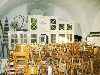 Beispiel: Nebenraum mit Stühlen, Foto: Schloss Burkheim.