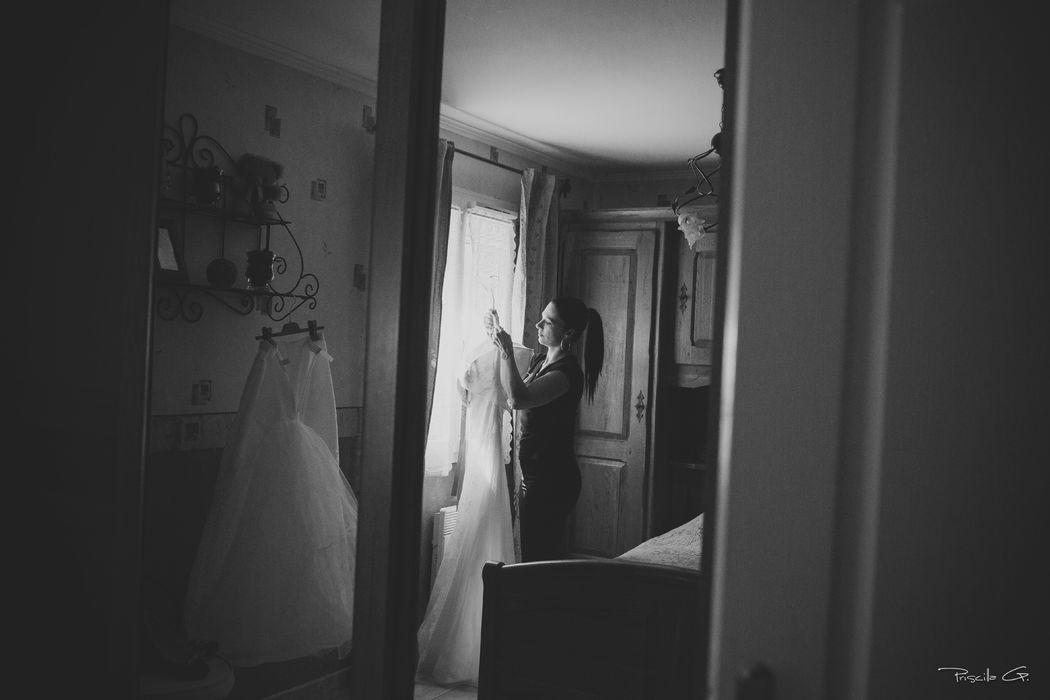 Préparation à l 'habillage de la mariée