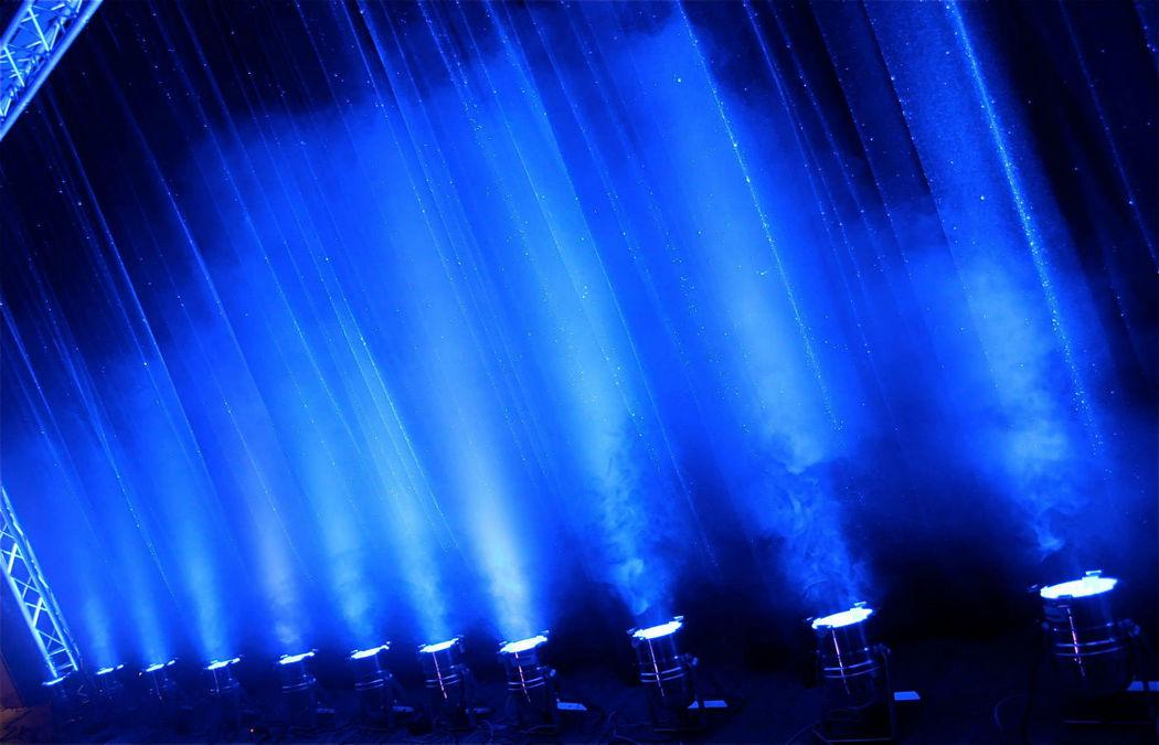 Beispiel: Ton- und Lichttechnik / Location, Foto: DJ & Sänger Kaspar Schumacher.