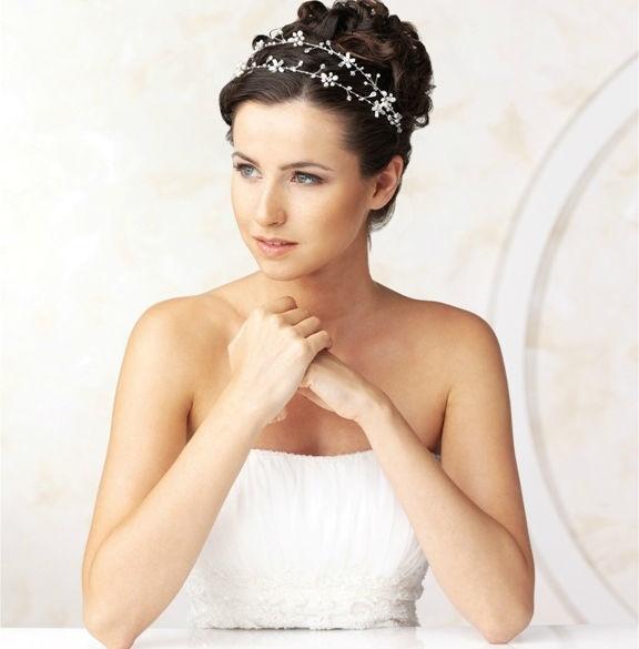 Beispiel: Schmuck für die Braut, Foto: Eliyzi Couture Accessoires.