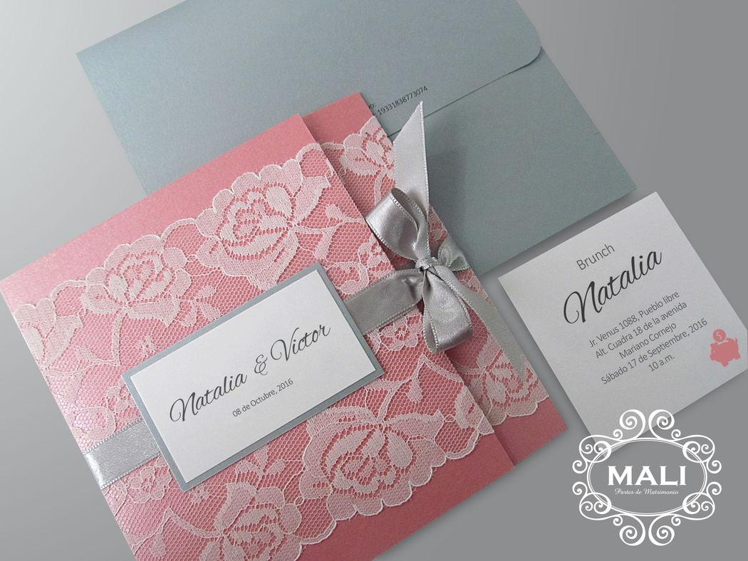 ¡Romántico! Blondas y cintas en hermoso parte color rose añejo y ivory.
