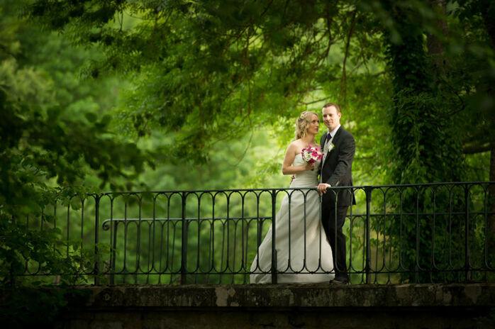 Portrait de couple mariés, au moulin de Gueliz en seine et marne.