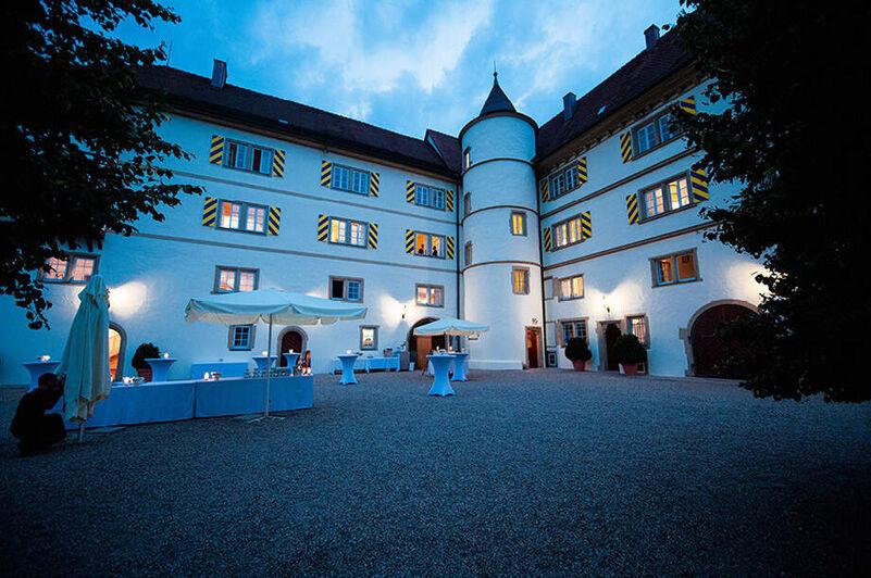 Schloß Neuhaus GmbH + Co. KG