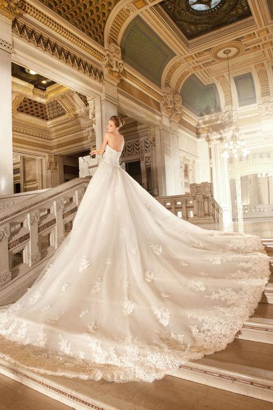 Modèle Demetrios par votre boutique Confidence Mariage