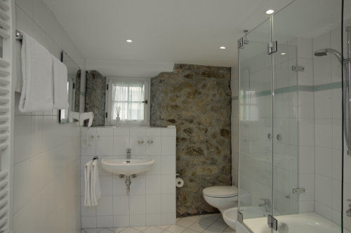 Beispiel: Badezimmer, Foto: Gasthaus zum Raben.