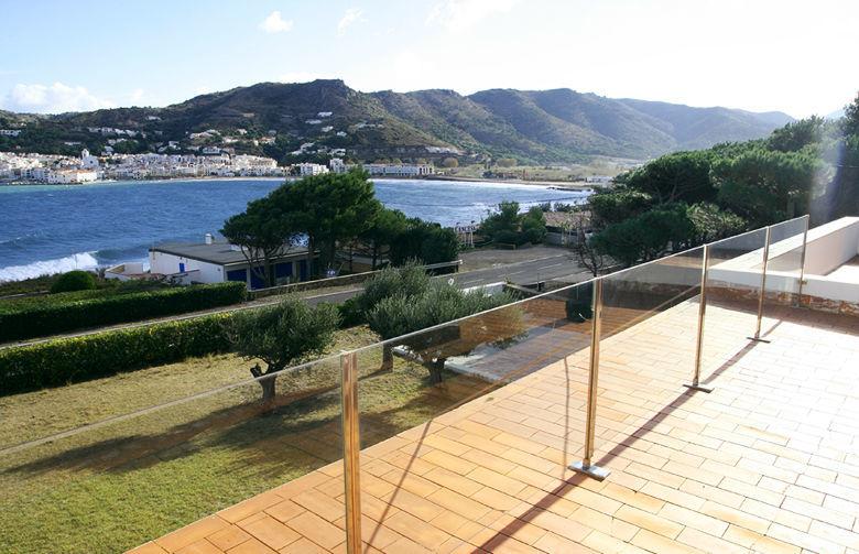 Con una terraza en la parte superior de la casa permite tomar el sol en plena intimidad.