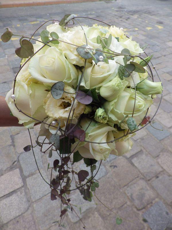 Bouquet de la mariée avec chute en feuillage