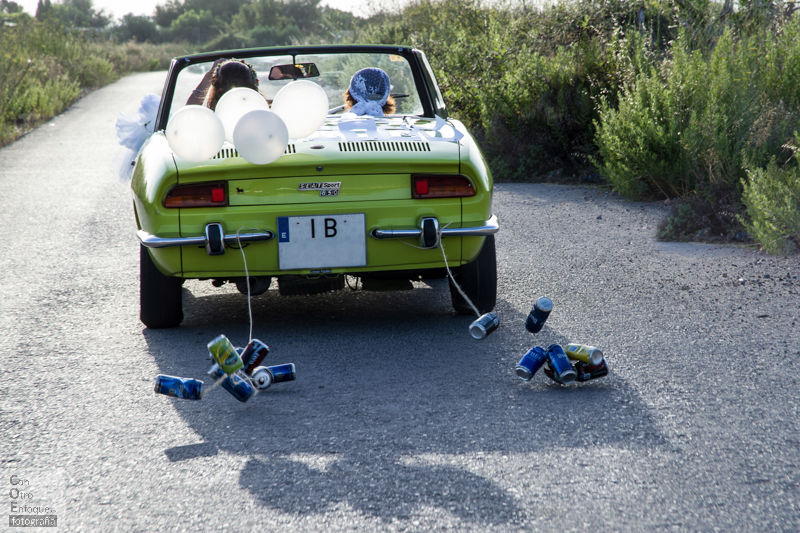coche clásico, seat spider. Boda en Masía Kukala. (Valencia)