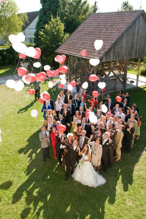 Die Hochzeitsgesellschaft freut sich mit uns. Foto: Zeitlose Zeremonie.