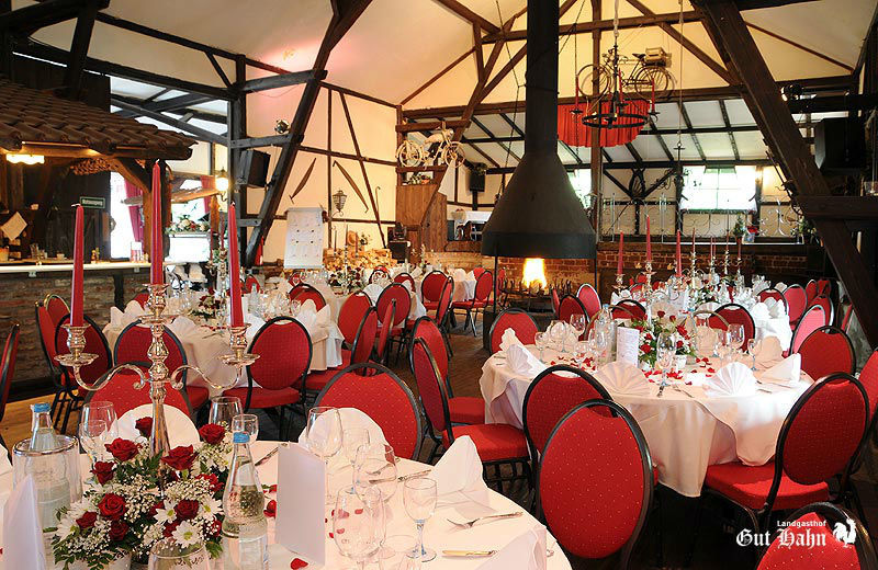 Beispiel: Hochzeitsgedeck, Foto: Landgasthof Gut Hahn.