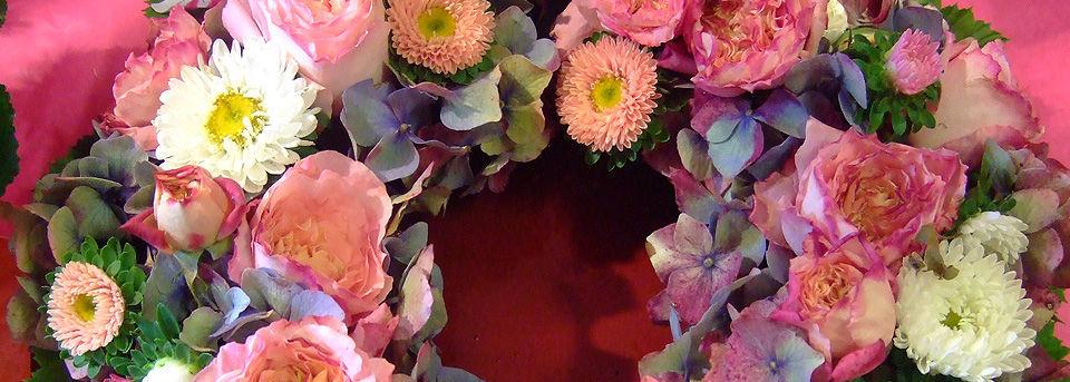 Beispiel: Blumenkranz, Foto: Blumen Wind.