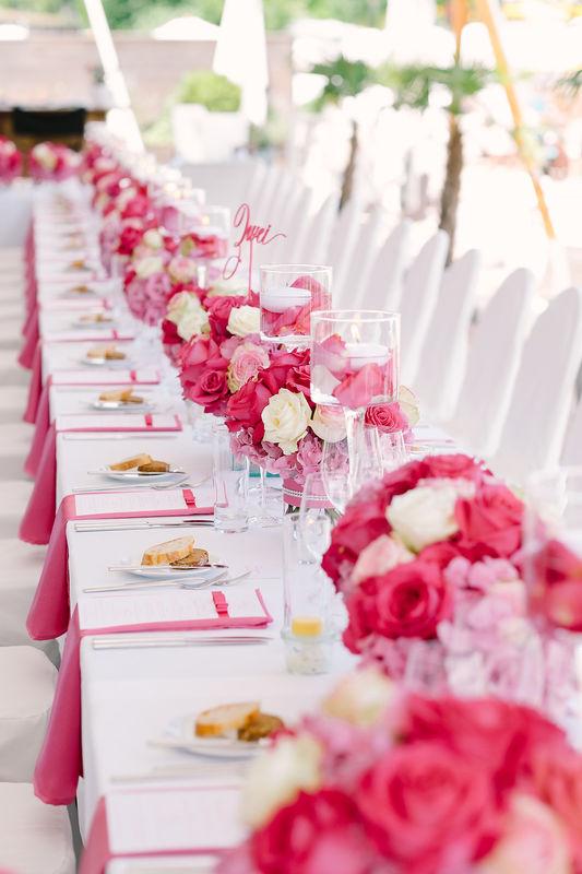 Hot pink Hochzeitslunch am Wörthersee. Foto: Claire Morgan