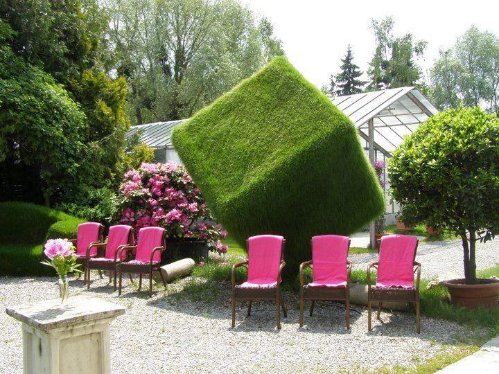 Beispiel: Garten mit Stühlen, Foto: Botanikum.