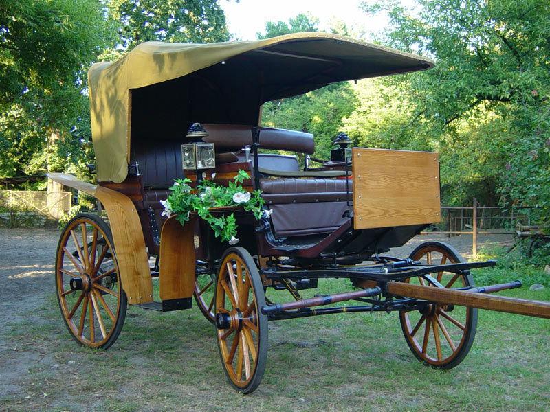 Beispiel: Kutschen mit Dekoration, Foto: Berliner Hochzeitskutschen.
