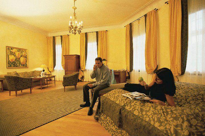 Beispiel: De Luxe Suite, Foto: Deidesheimer Hof.