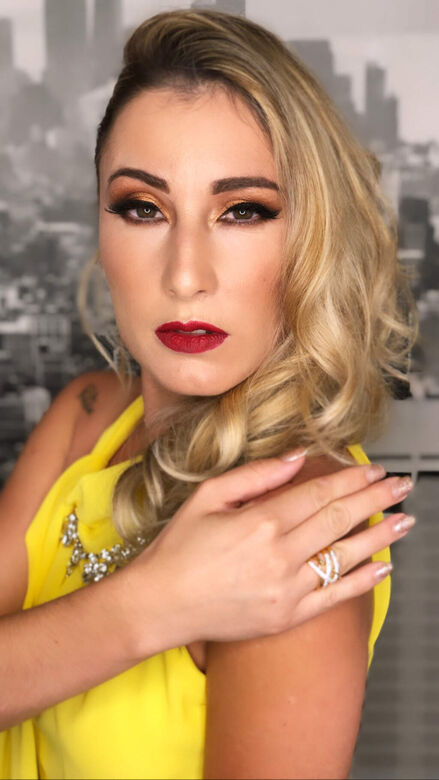 Adriana Mendes  Makeup & Hair