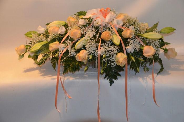 Beispiel: Tischgesteck, Foto: Blumen Dilek.