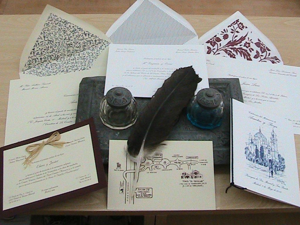 INVITACIONES DE BODA CLÁSICAS Tarjetones en las mejores calidades de papel con sobres forrados en colores lisos ó estampados.