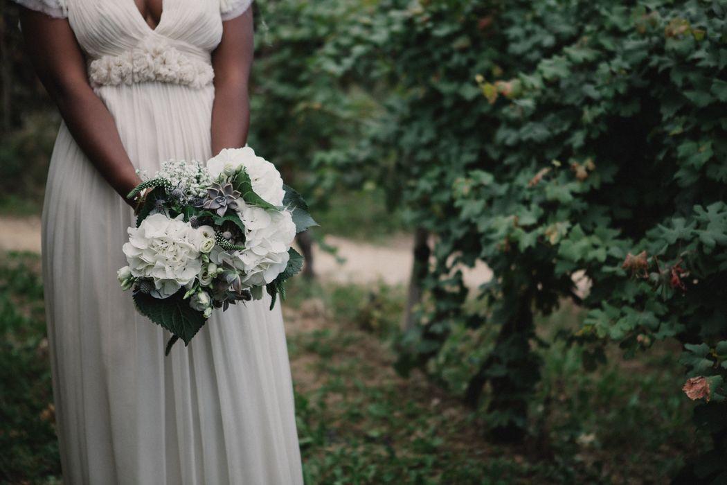 Per Coquette Atelier Carla Penoncelli. Voglio un matrimonio che non sembri un matrimonio, voglio un matrimonio intimo con gli amici più cari.