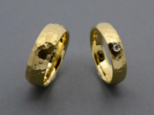 Beispiel: Trauringe - Gold, Foto: der Goldschmied - Eric Lorenz.