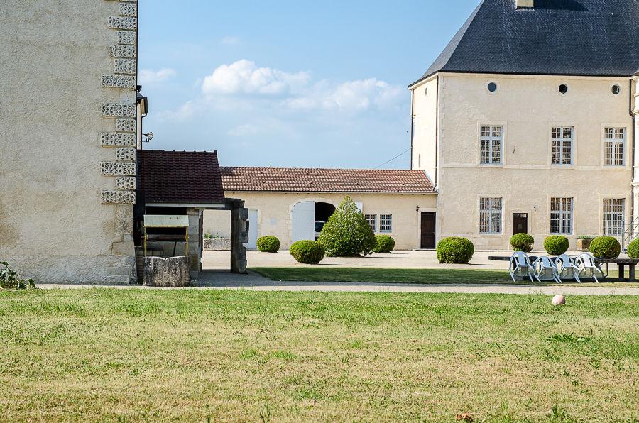 Chateau De Montbras