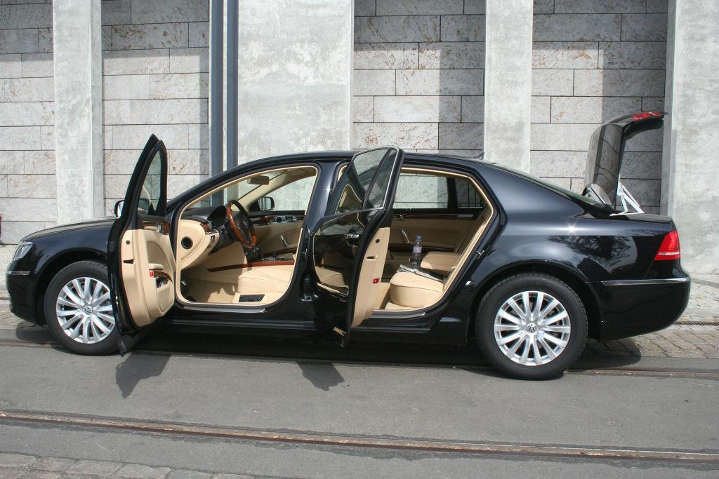 Beispiel: First Class für Ihre Hochzeit, Foto: BBI Limousine.